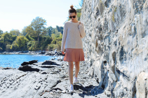 BLUSH PLEATED SKIRT AND KNIT SWEATER