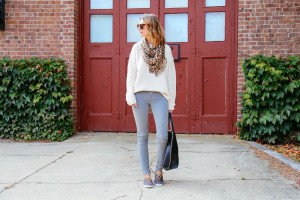 GRAY SKINNY JEANS AND KNIT SWEATER