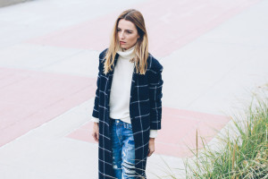 WINDOWPANE CHECK COAT AND RIPPED JEANS