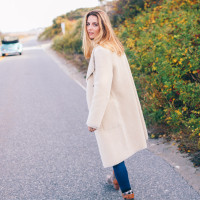 FAUX SHEARLING JACKET AND TURTLENECK SWEATER