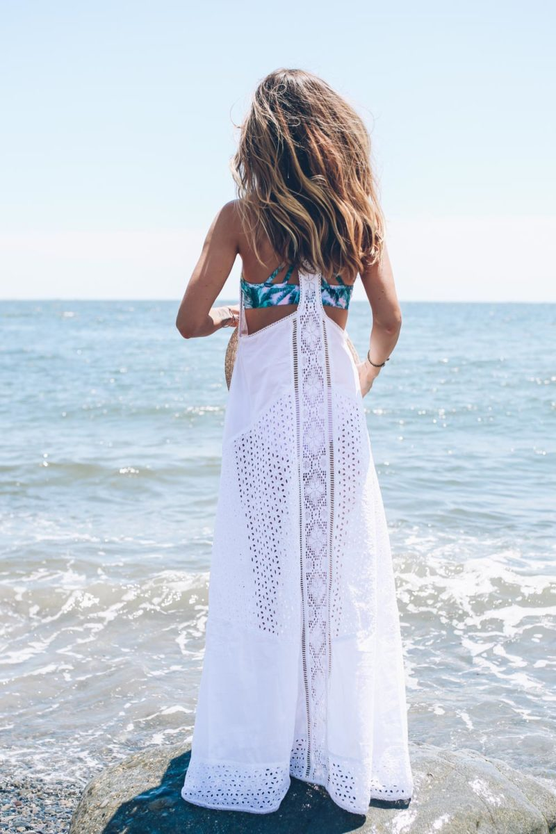 WHITE MAXI DRESS AND PALM PRINT BIKINI