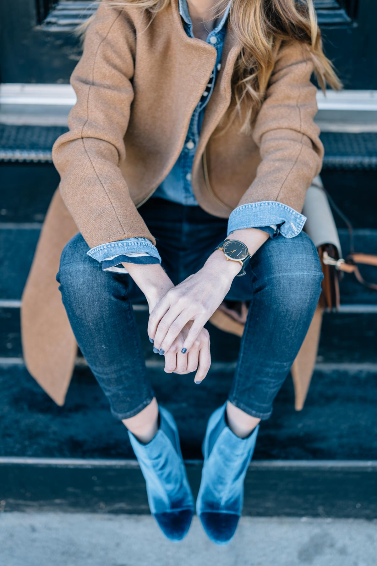 Jess Ann Kirby's fall outfit in AYR Skinny Jeans, Sam Edelman Case Velvet Booties and J.Crew Coat