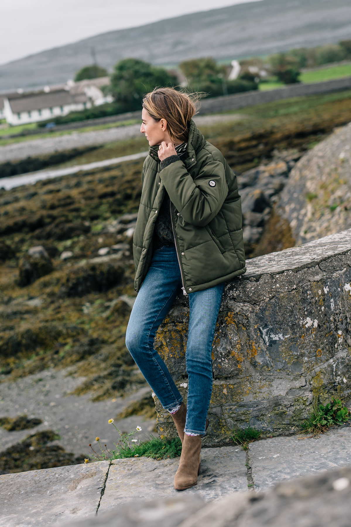 Jess Ann Kirby styles a fall outerwear trend, the Puffer Coat in Ireland with Paige Hoxton skinny jeans