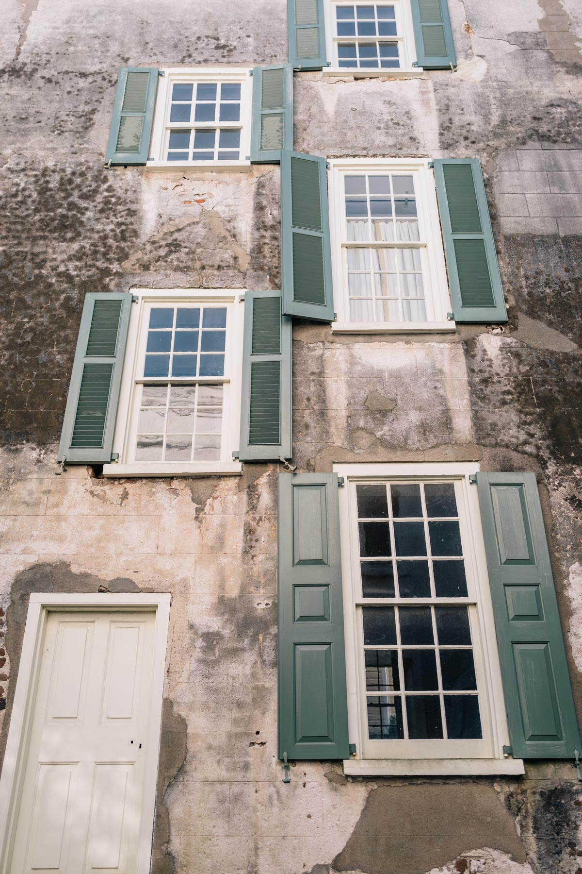 Jess Ann Kirby shares the architecture of South of Broad, Charleston South Carolina
