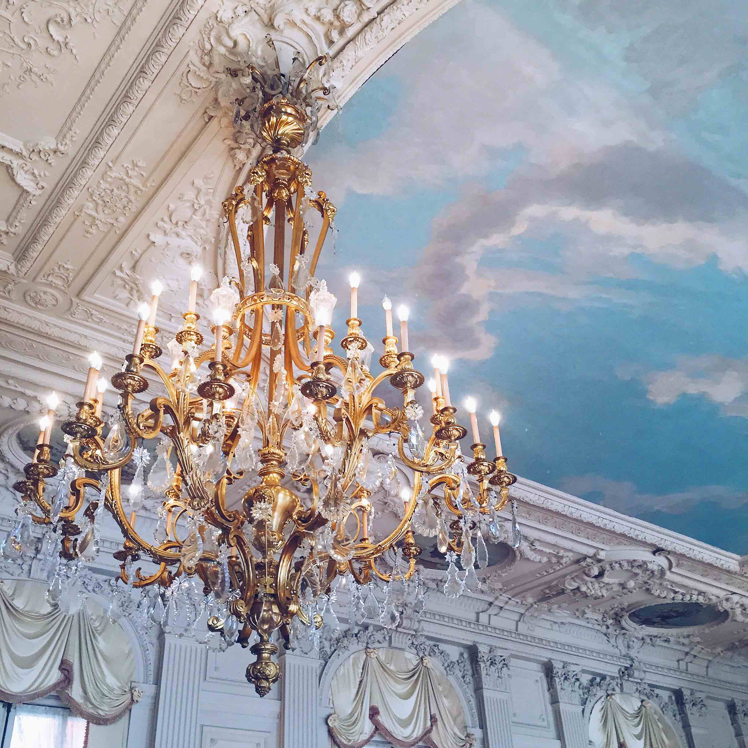 The Rosecliff mansion in Newport, Rhode Island is a must-do during the holiday season