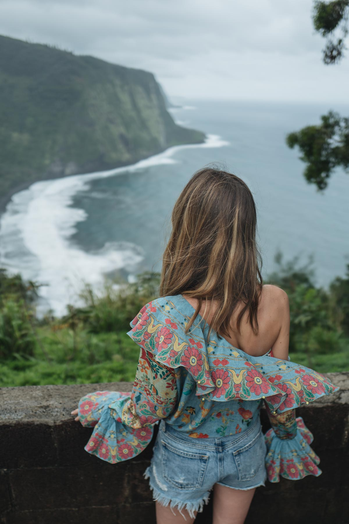 Jess Ann Kirby takes in the sites of Hawaii in a Hemante and Nandita Blouse